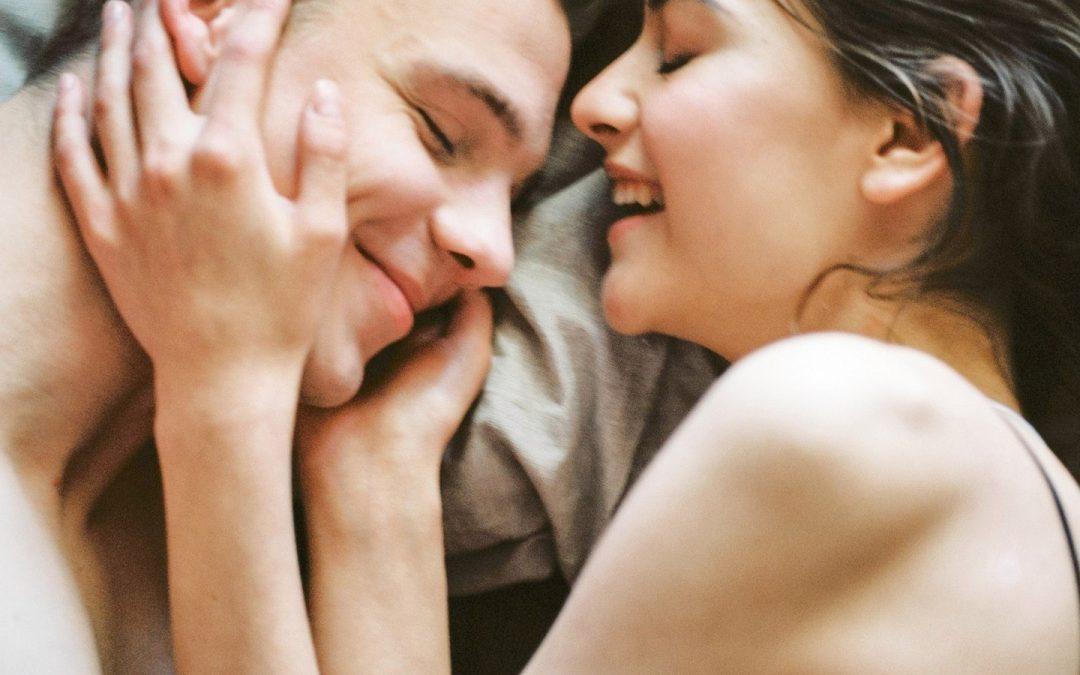 Hoe zorg je ervoor dat een man zich geliefd voelt?